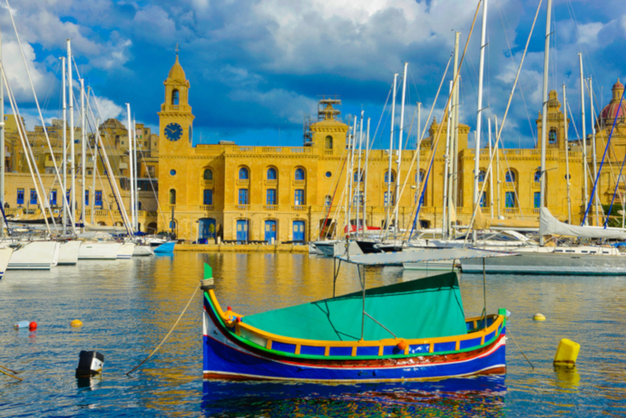 Malta Airport is located about 8 km away from La Valletta city centre.